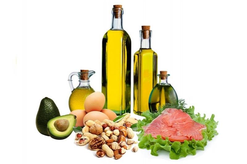 Изображены продукты с высоким содержанием жиров