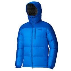 Пуховая куртка используется как внешний слой на теле альпиниста